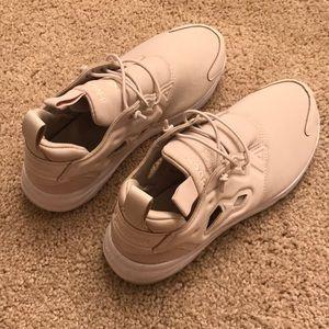 Beige Reebok sneakers size 6
